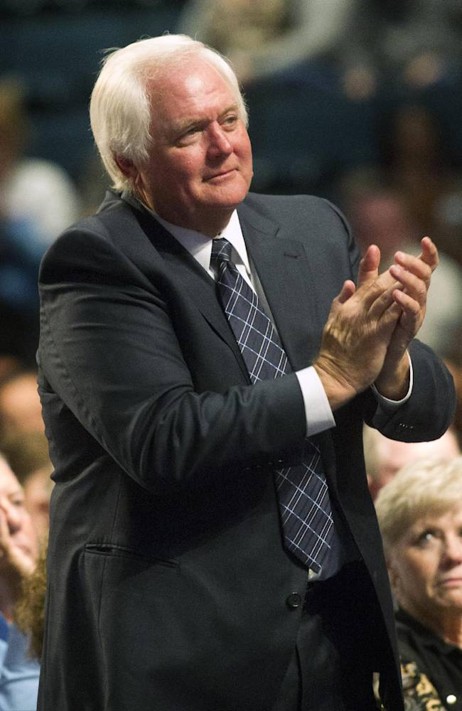 Houston Texans defensive coordinator Wade Phillips stands and applauds during a memorial service for his father, Bum Phillips. on Tuesday, Oct. 29, 2013, in Houston. Bum Phillips, the former Houston Oilers and New Orleans Saints coach, died Oct. 18 at age 90