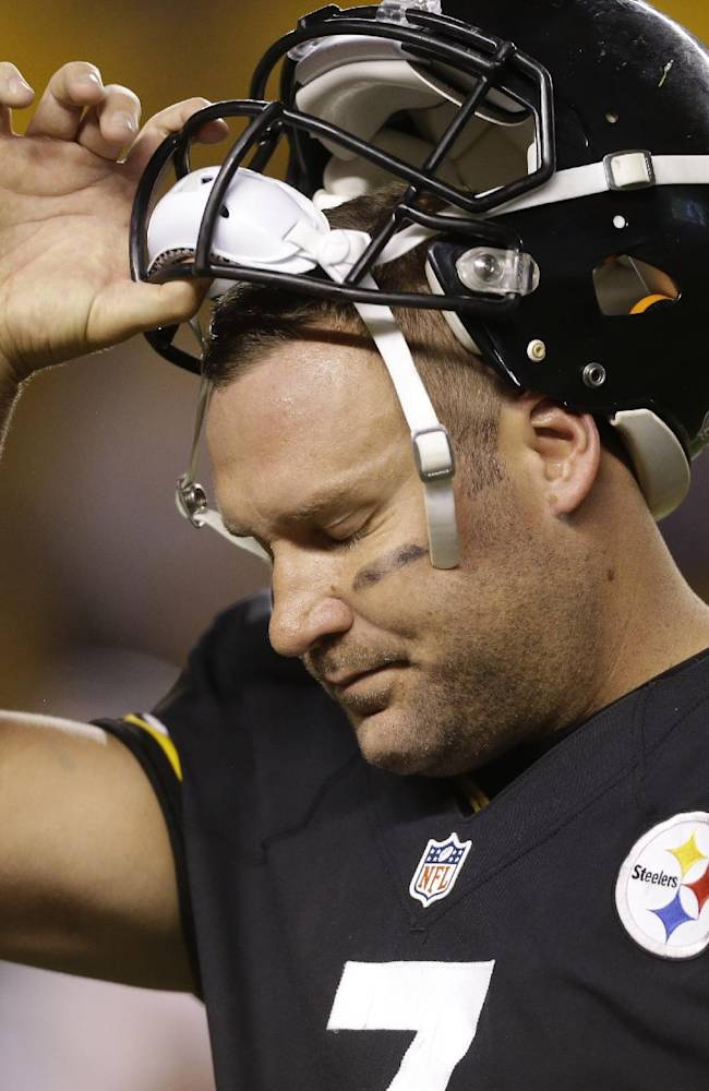 Pittsburgh Steelers quarterback Ben Roethlisberger (7) tugs his helmet off as he leaves the field in the fourth quarter as his team is losing to the Chicago Bears in  an NFL football game in Pittsburgh, Sunday, Sept. 22, 2013. The Steelers lost 40-23