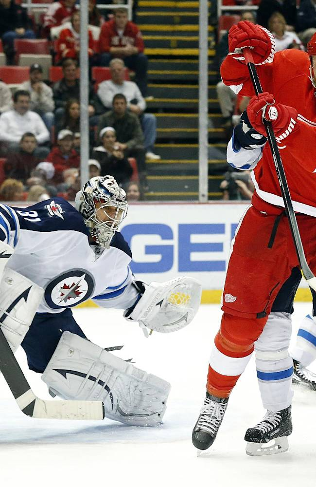 Jets beat Red Wings 3-2 in shootout