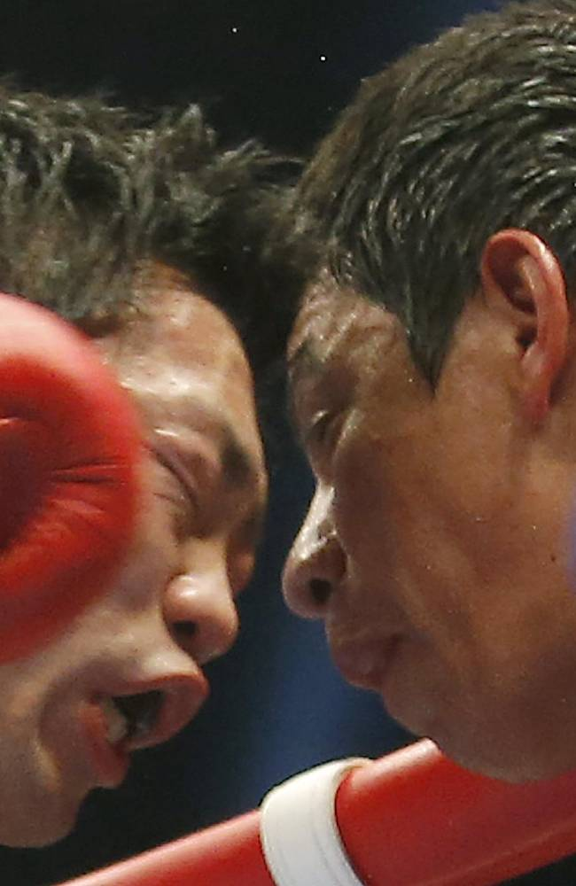 Akira Yaegashi, left, of Japan and Odilon Zaleta of Mexico fight during their WBC flyweight title bout in Tokyo, Sunday, April 6, 2014