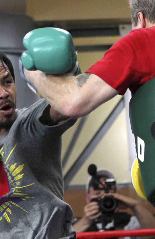 Pacquiao, Rios camps come to blows in Macau
