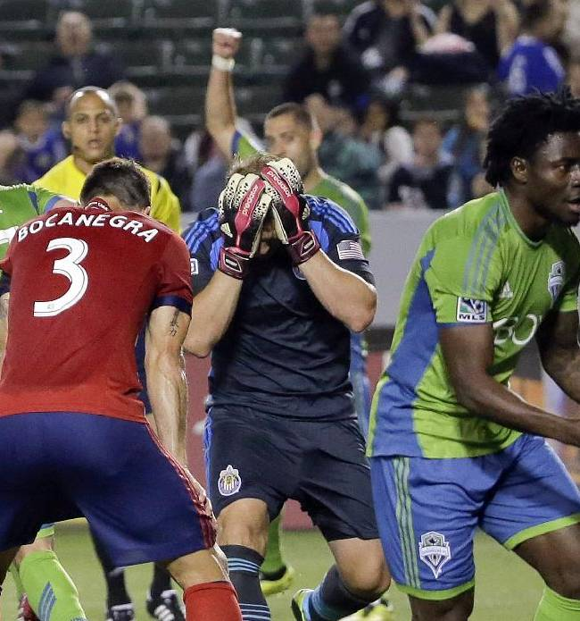 Martins' goal lifts Seattle over Chivas 2-1