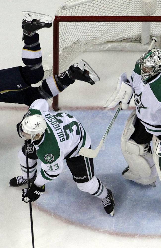 Sceviour gets 2, Stars knock off Blues 4-2