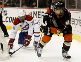 Montreal Canadiens defenseman P.K. Subban, left, and Anaheim Ducks center Andrew Cogliano reach for the puck behind the net during the second period of an NHL hockey game in Anaheim, Calif., Wednesday, March 4, 2015. (AP Photo/Chris Carlson)