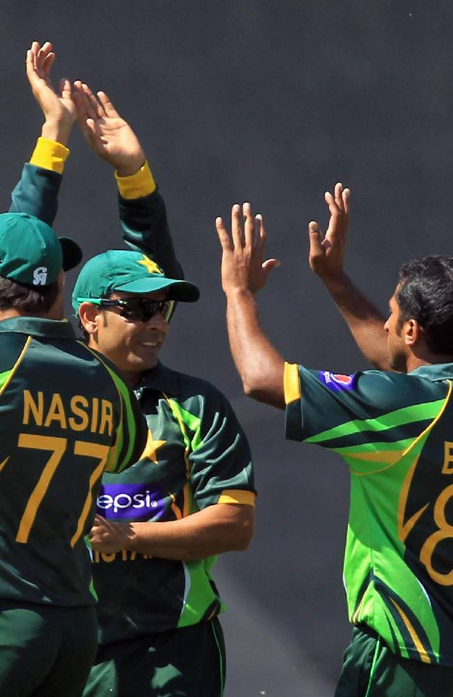 Pakistan's bowler Bilawal Bhatti, second from right, celebrates with teammates after dismissing South Africa's batsman Quinton de Kock, during their final One Day International cricket match at Centurion Park Stadium in Pretoria, South Africa, Saturday, Nov. 30, 2013