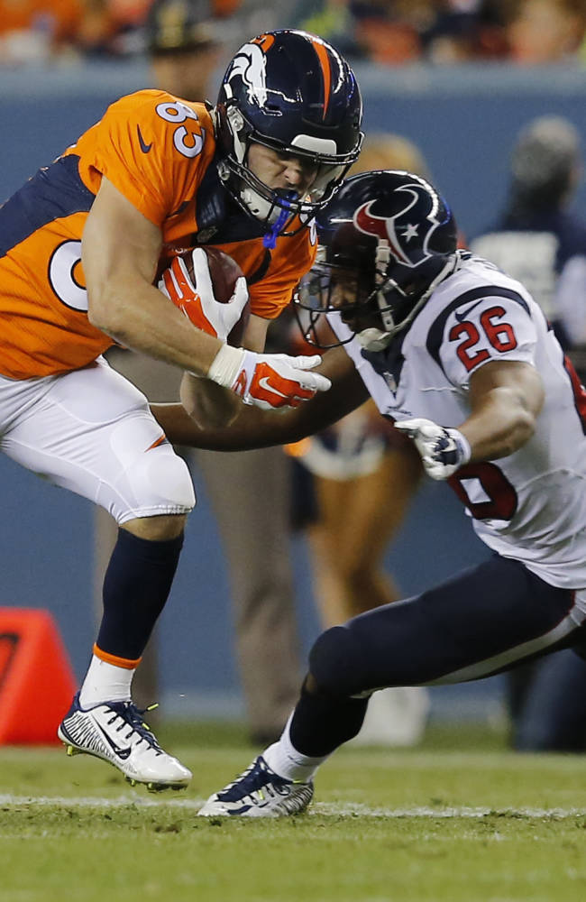 Welker leaves game with concussion