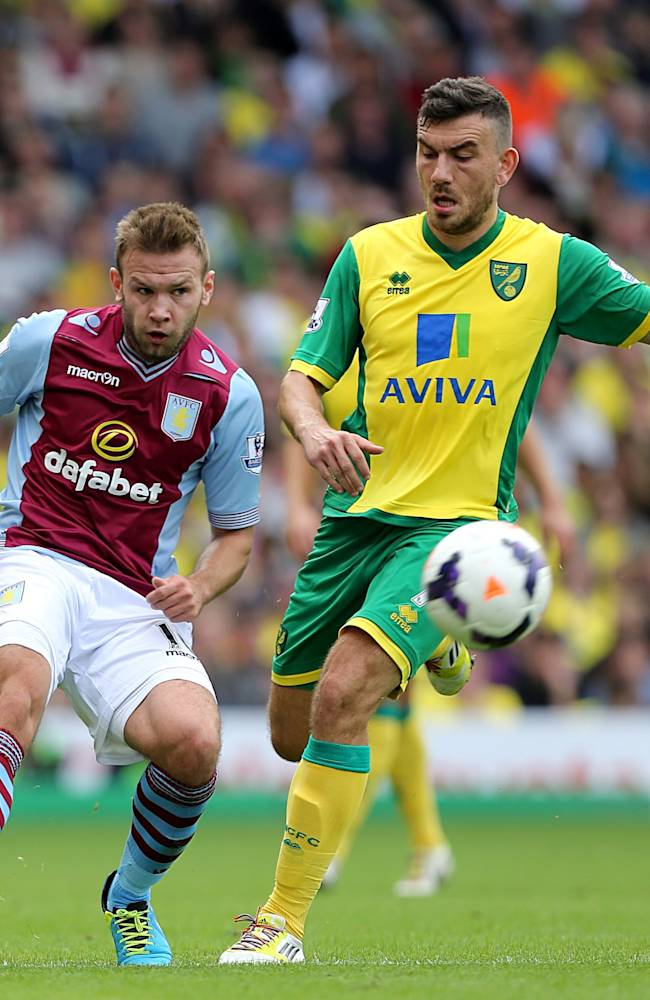 Norwich City's Robert Snodgrass (right) and Aston Villa's Andreas Weimann  battle for the ball during the  Premier League match at Carrow Road, Norwich Saturday September 21, 2013. See PA story SOCCER Norwich. (AP Photo / Chris Radburn/PA)