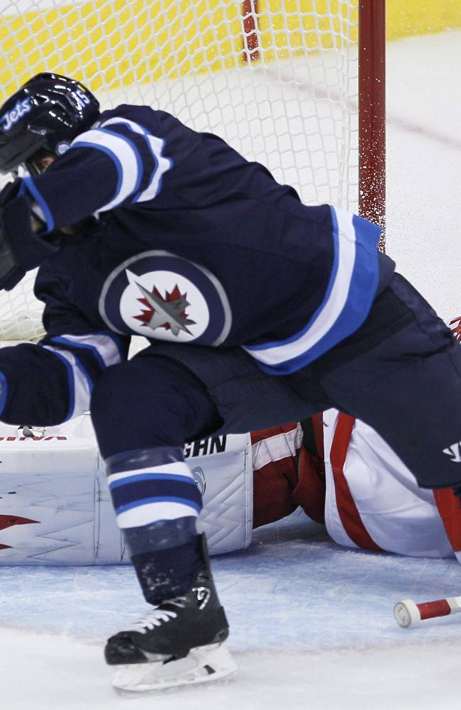 Jets surge past Red Wings 4-2