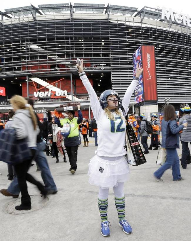 Transit woes, mild temps mark NJ-NY Super Bowl