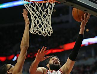 CHICAGO, IL - MARCH 03: Nikola Mirotic #44 of the Chicago Bulls puts up a shot against Otto Porter Jr. #22 of the Washington Wizards on his way to a game-high 23 points at the United Center on March 3, 2015 in Chicago, Illinois. The Bulls defeated the Wizards 97-92. (Photo by Jonathan Daniel/Getty Images)