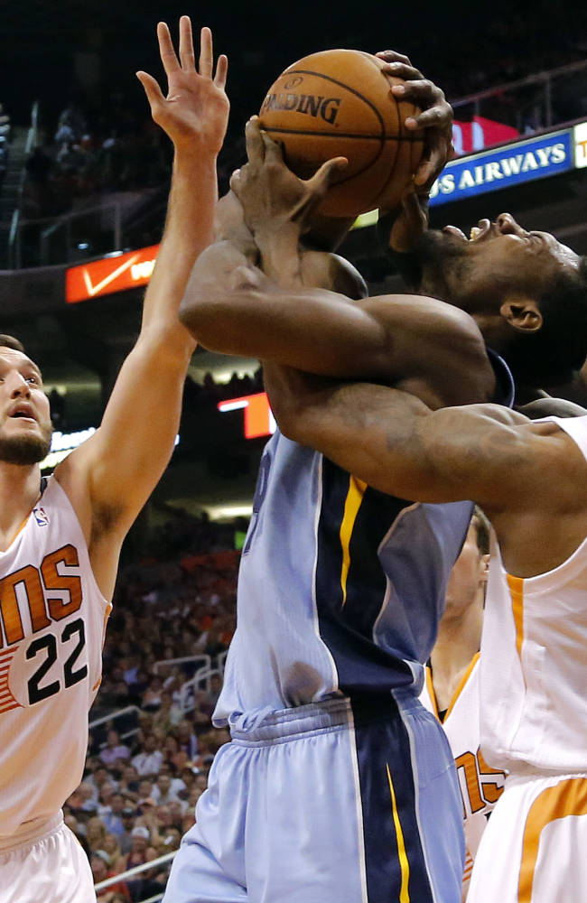 Randolph scores 32, Grizzlies clinch playoff spot