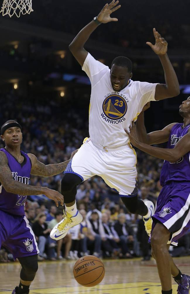 Sacramento Kings' Isaiah Thomas, left, and Travis Outlaw, right, defend against Golden State Warriors' Draymond Green (23) during the second half of an NBA basketball game on Saturday, Nov. 2, 2013, in Oakland, Calif