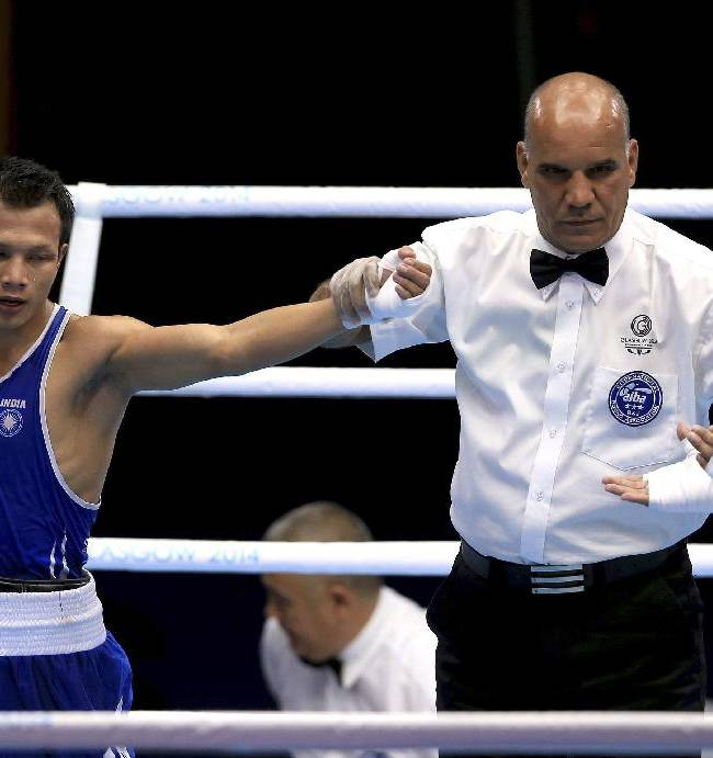 Scotland's Aqeel Ahmed, right, applauds the winner of the bout India's Devendro Laishram after the men's light flyweight quarter-final at the Commonwealth Games Glasgow 2014, in Glasgow Scotland, Wednesday July 30, 2014