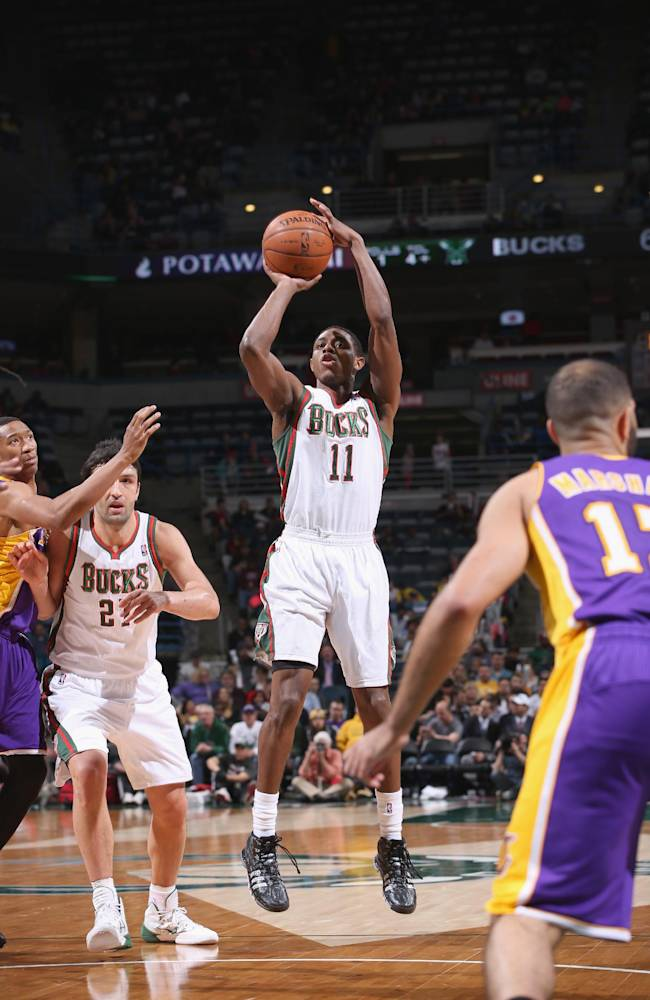 Bucks end 8-game skid, complete sweep of Lakers