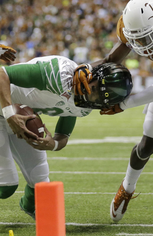 Brown out: Ducks rout Texas in Mack Brown's finale