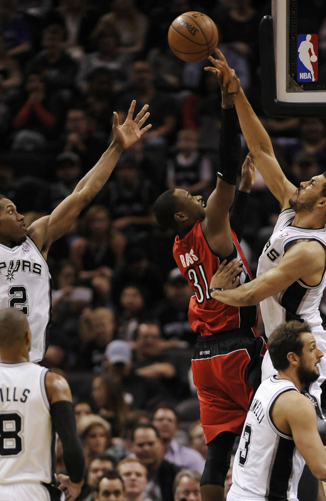 Parker scores 26 to help Spurs get past Raptors