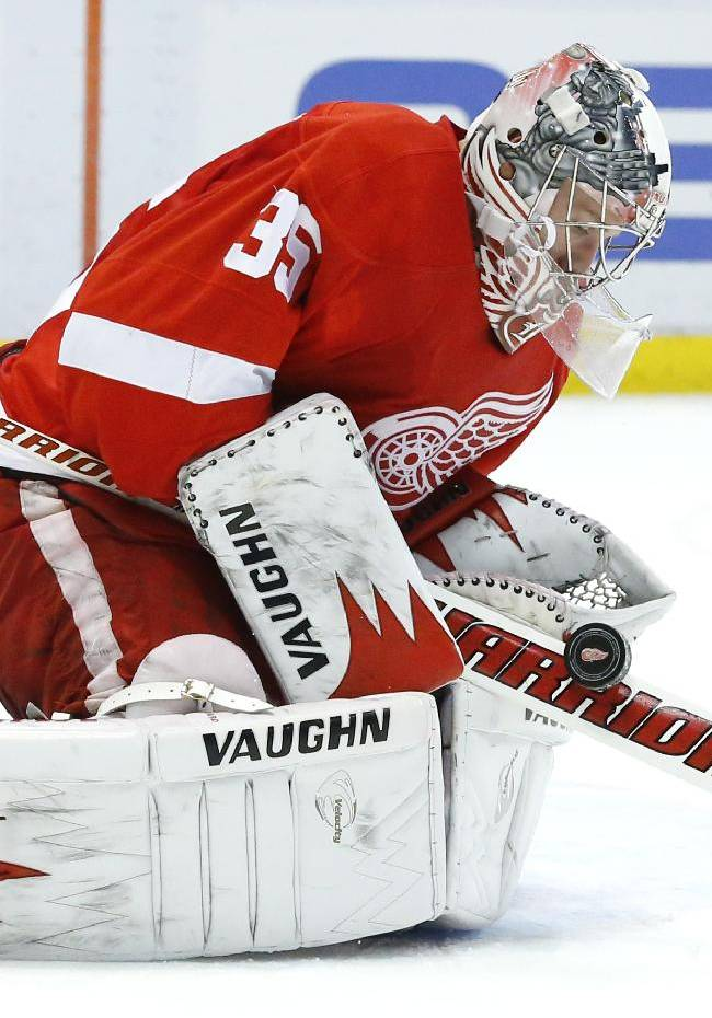Red Wings' Jimmy Howard hurts knee in practice