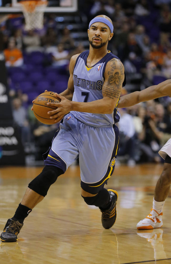 In this Jan. 2, 2014, file photo, Memphis Grizzlies' Jerryd Bayless (7) drives past Phoenix Suns' Gerald Green during the first half of an NBA basketball game in Phoenix. The Memphis Grizzlies have acquired guard Courtney Lee and have sent Bayless to the Boston Celtics as part of a three-team trade that also includes the Oklahoma City Thunder.  Under terms of the deal announced Tuesday, Jan. 7, 2014, the Grizzlies get Lee and a 2016 second-round draft pick from Boston. The Celtics get Bayless and also receive forward Ryan Gomes from Oklahoma City. The Thunder receive a conditional 2017 second-round draft pick from Memphis
