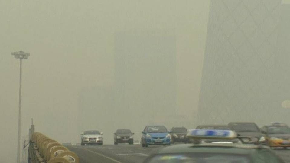 Visibility low in Beijing's polluted skies