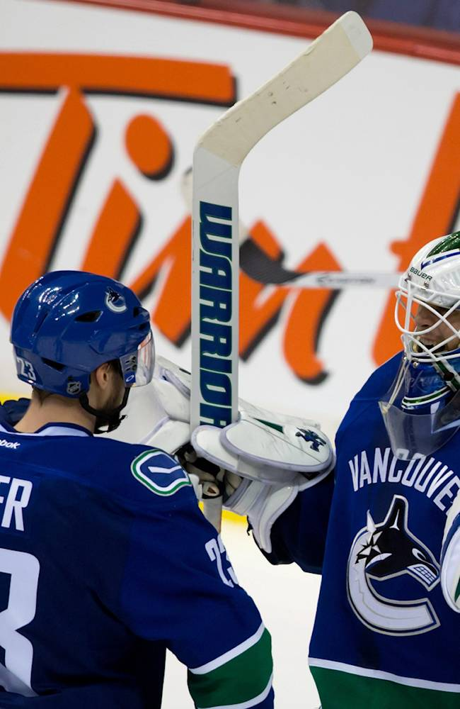Canucks end 4-game skid with 2-1 win over Flames