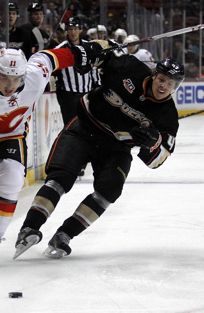 Anaheim Ducks beat Flames 3-2 for 5th straight win