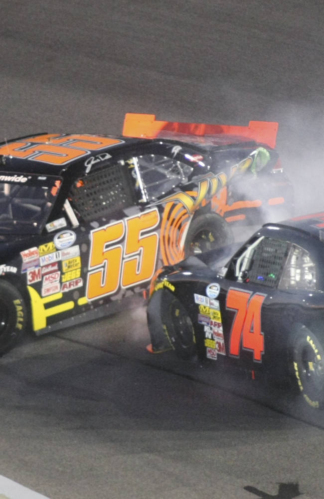 Kyle Busch never trails in victory at Richmond