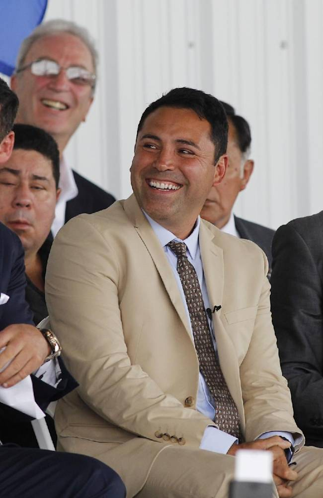 International Boxing Hall of Fame 2014 inductee Joe Calzaghe,left, Oscar De La Hoya, center, and Barry Hearn listen top fellow inductee Felix Trinidad speak during the Hall of Fame Induction ceremony in Canastota, N.Y, Sunday, June 8, 2014