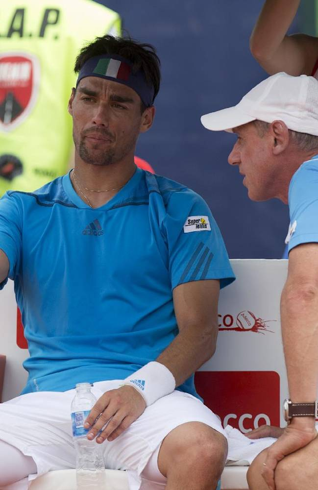 Italy's Fabio Fognini, left, talks with Italy's captain Corrado Barazzutti during his Davis Cup singles match against Argentina's Carlos Berlocq, in Mar del Plata, Argentina, Sunday, Feb. 2, 2014