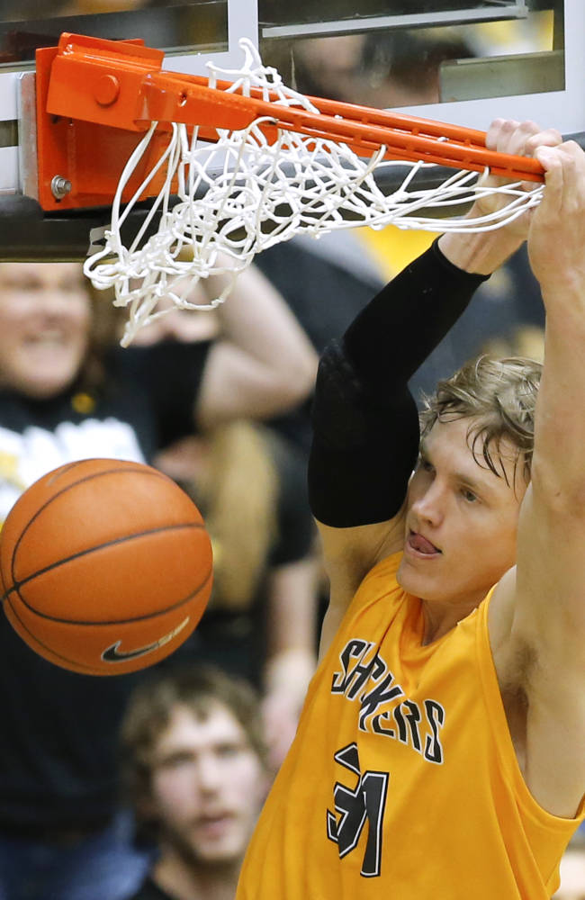 Ron Baker leading No. 4 Shockers' perfect run