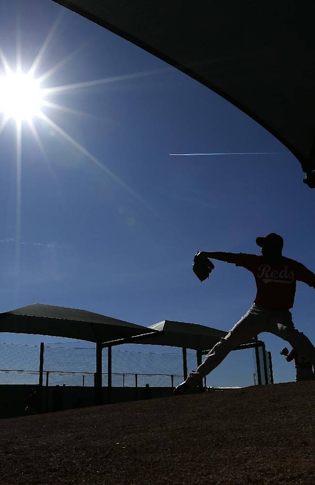 Cincinnati Reds pitcher Aroldis Chapman throws during spring training baseball practice in Goodyear, Ariz., Saturday, Feb. 15, 2014