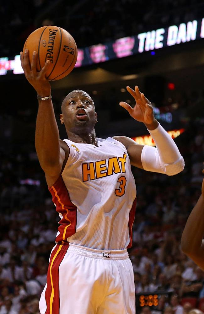 Heat rest Dwyane Wade because of sore knees