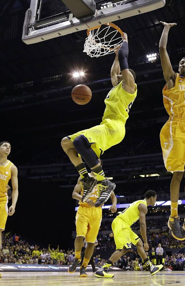 Michigan holds on late to beat Tennessee 73-71