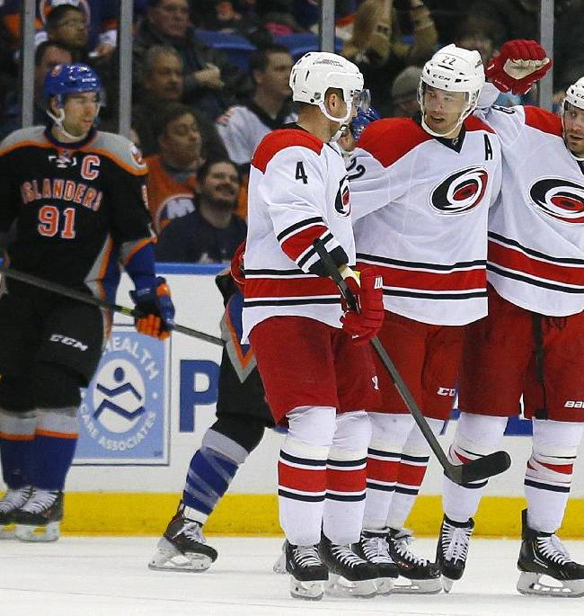 Hurricanes score 3 in 2nd, top Islanders 3-2