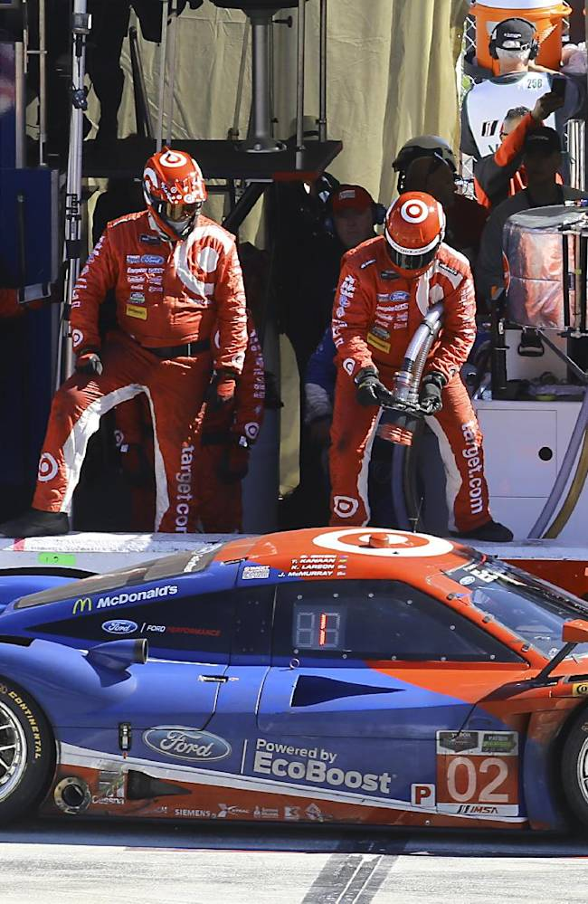 Scott Dixon shines in masterful final drive in Rolex win