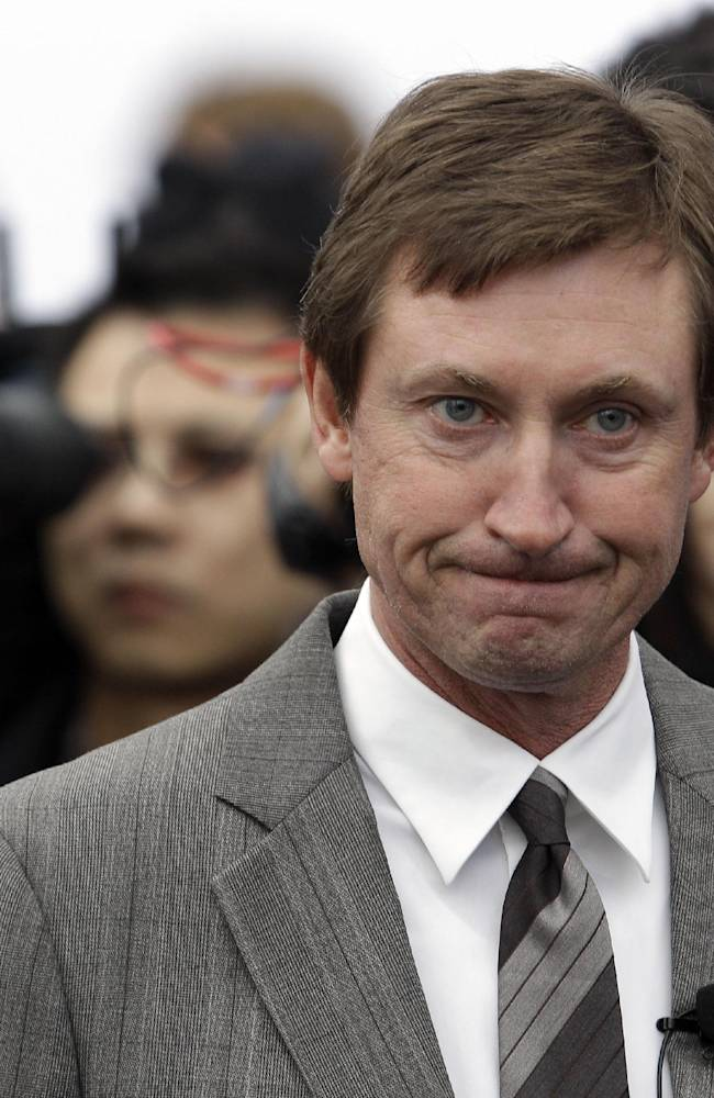 Gretzky statues vandalized in Ontario hometown