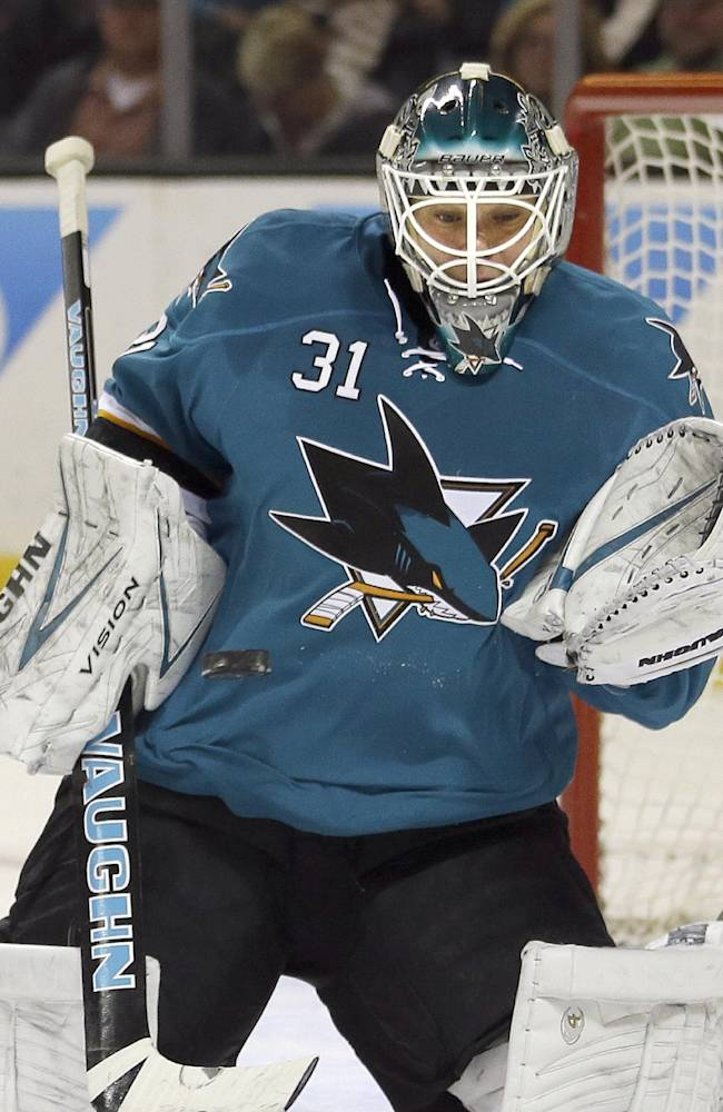 Sharks beat Blackhawks 2-1 in shootout