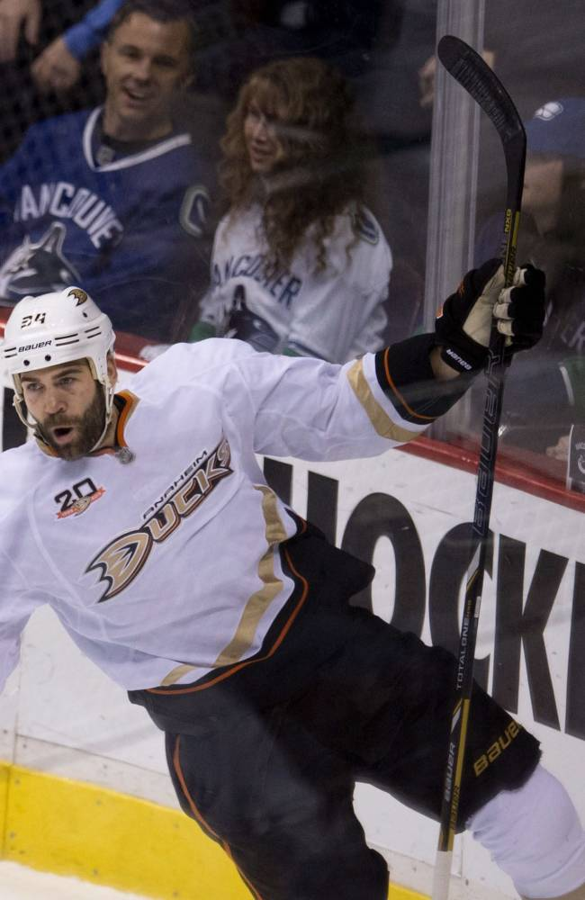 Gibson makes 18 saves in debut, Ducks down Canucks