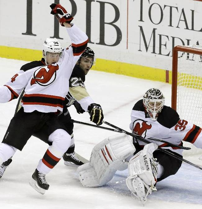 Penguins hold on for 3-2 victory over Devils