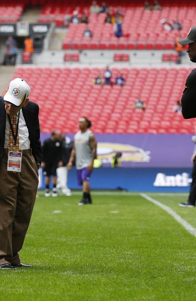 Pittsburgh Steelers chairman Dan Rooney, left, examines the field at Wembley Stadium with Steelers head coach Mike Tomlin before their NFL football game against the Minnesota Vikings in London, Sunday, Sept. 29, 2013