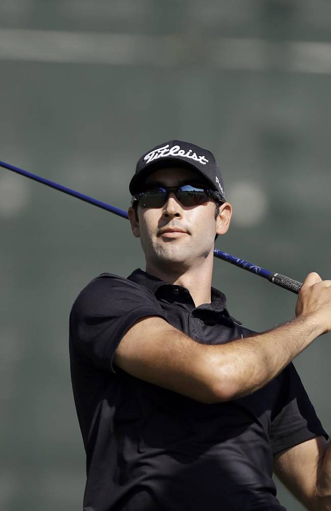 Johnson grabs early lead at Riviera