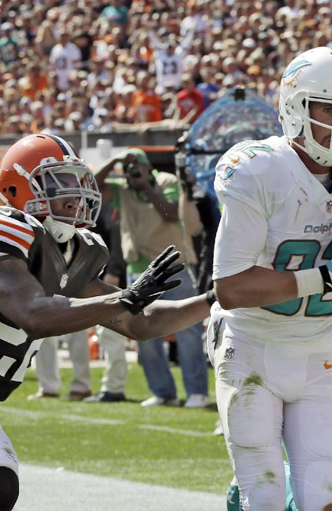 Tannehill carries Dolphins past Browns 23-10