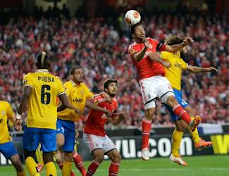 Benfica's Ezequiel Garay, second right, jumps higher than Juventus' Andrea Pirlo, right, during the Europa League semifinal first leg soccer match between Benfica and Juventus Thursday, April 24 2014, at Benfica's Luz stadium in Lisbon. (AP Photo/Armando Franca)