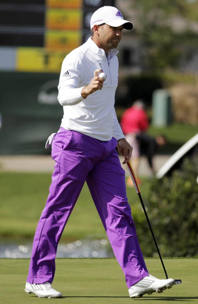 Sergio Garcia waves to the crowd after making par on the 18th hole during the second round of the Houston Open golf tournament, Friday, April 4, 2014, in Humble, Texas. (AP Photo/Patric Schneider)