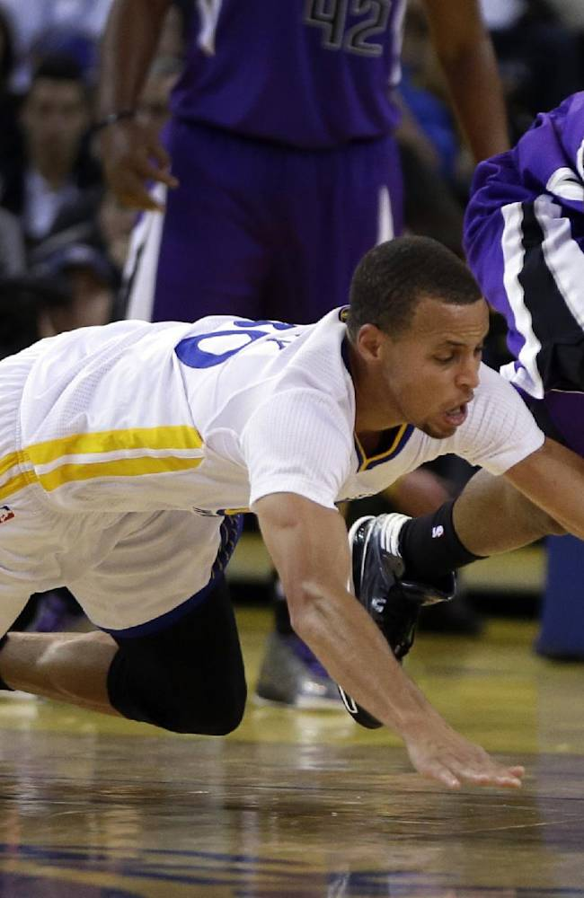Sacramento Kings' Ben McLemore, right, and Golden State Warriors' Stephen Curry chase a loose ball during the second half of an NBA basketball game on Saturday, Nov. 2, 2013, in Oakland, Calif