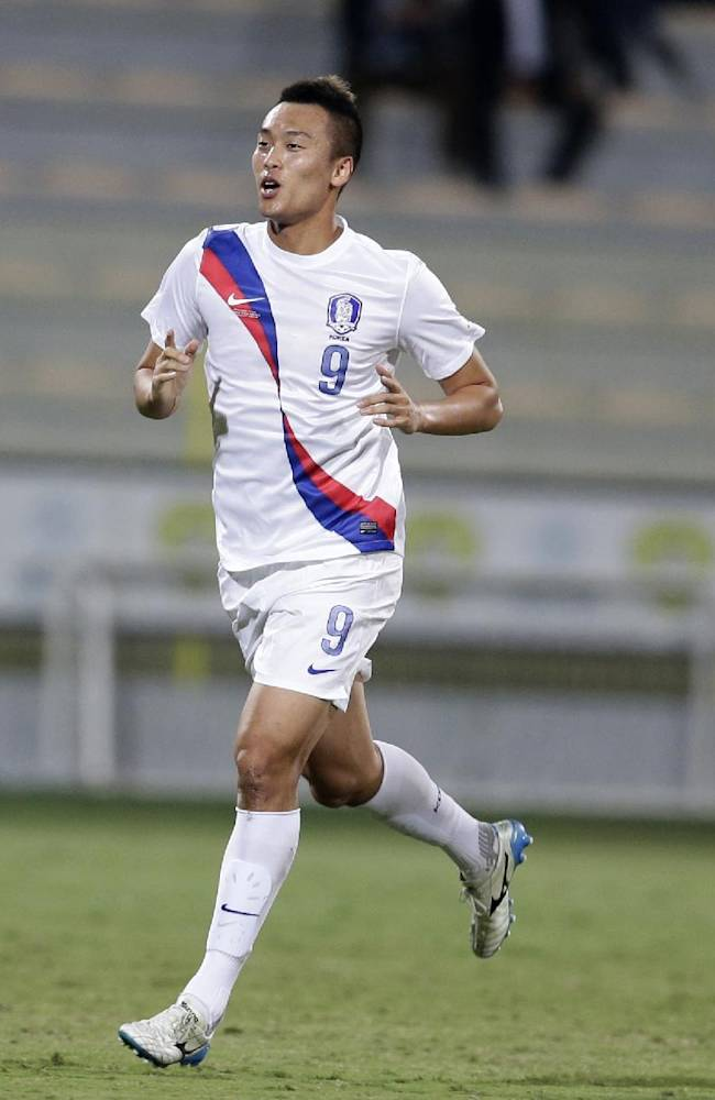South Korea's Shinwook Kim celebrates scoring the opening goal against Russia during the international friendly soccer match between Russia and South Korea, in Dubai, United Arab Emirates, Tuesday, Nov. 19, 2013