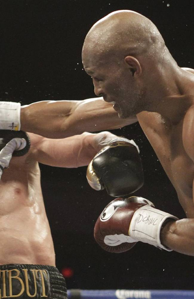Hopkins wins split decision over Shumenov