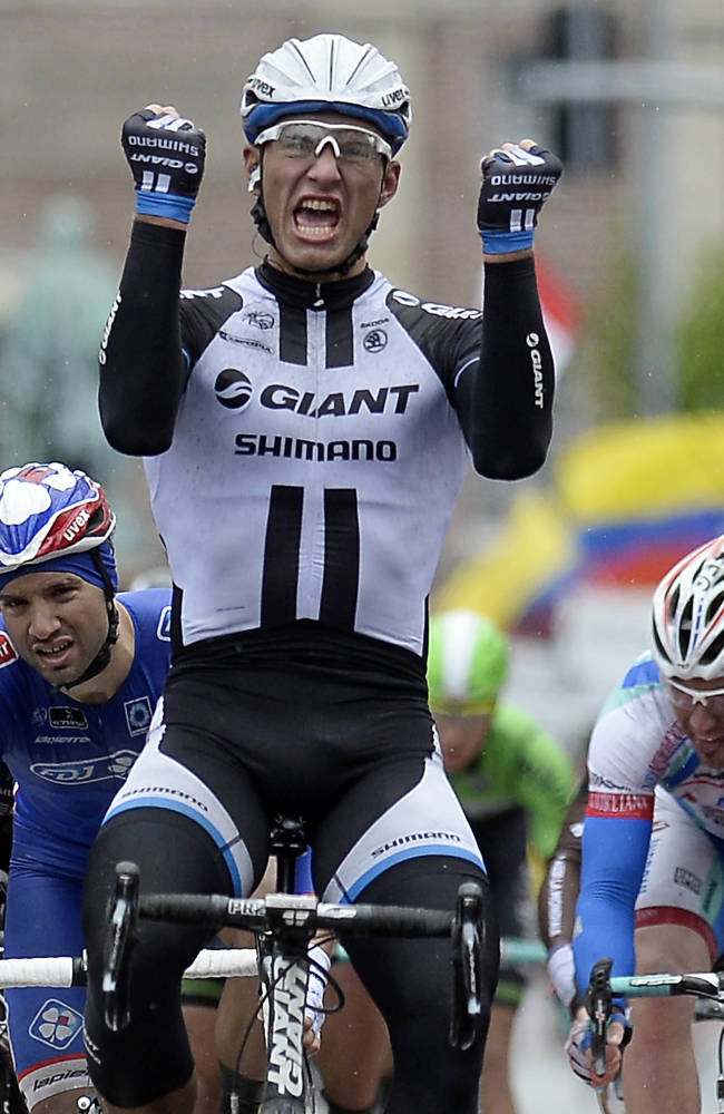 Kittel sprints to victory in wet Giro stage