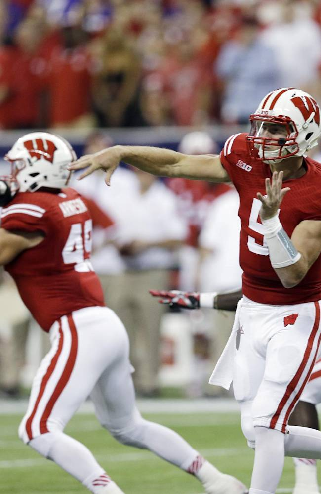 Badgers QB Stave working through throwing issues