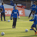 Rodolfo Arruabarrena, center, looks at his players during his first training session as new head coach for Argentina's Boca Juniors, in Buenos Aires, Argentina, Friday, Aug. 29, 2014. Arruabarrena became the new head coach for Boca Juniors, replacing Car