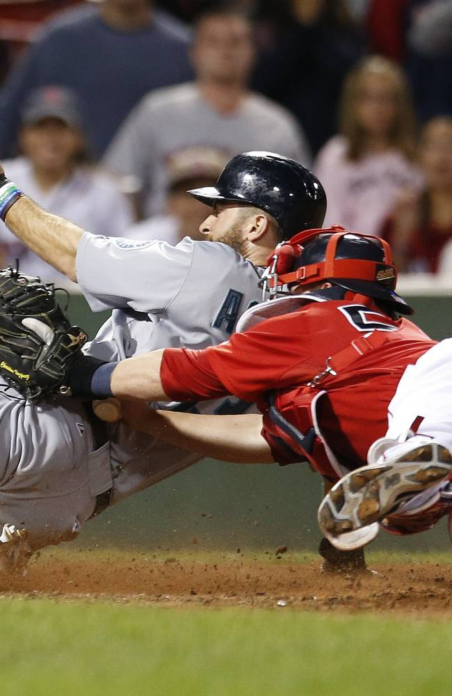 Mariners get 5 runs with 2 outs in 9th, beat Bosox